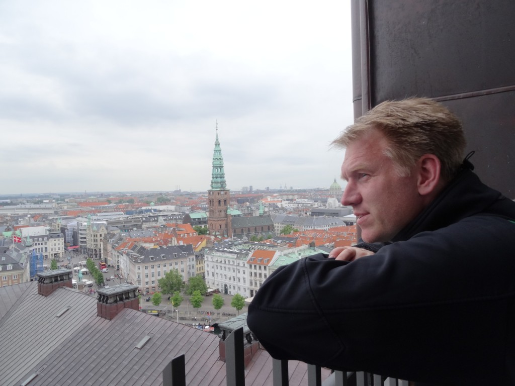 "Göran in Borgen. Considering the political challenges of a ""Commisionariat for flertalighed""."