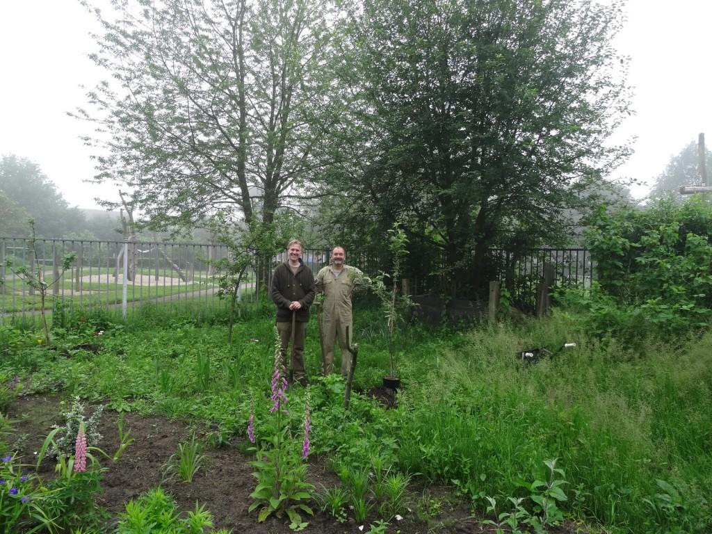 Göran en Vince - de allervrolijkste bomenplanters van de streek?