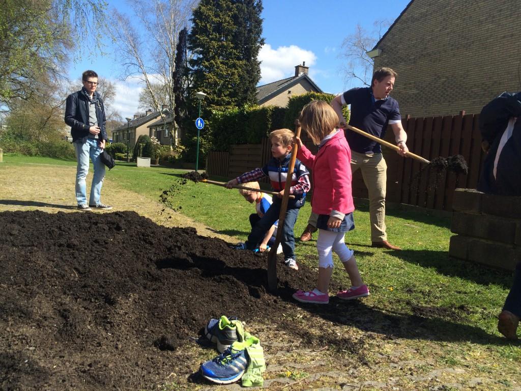 Gemeente Soest heeft bijgedragen met een kuub compost.