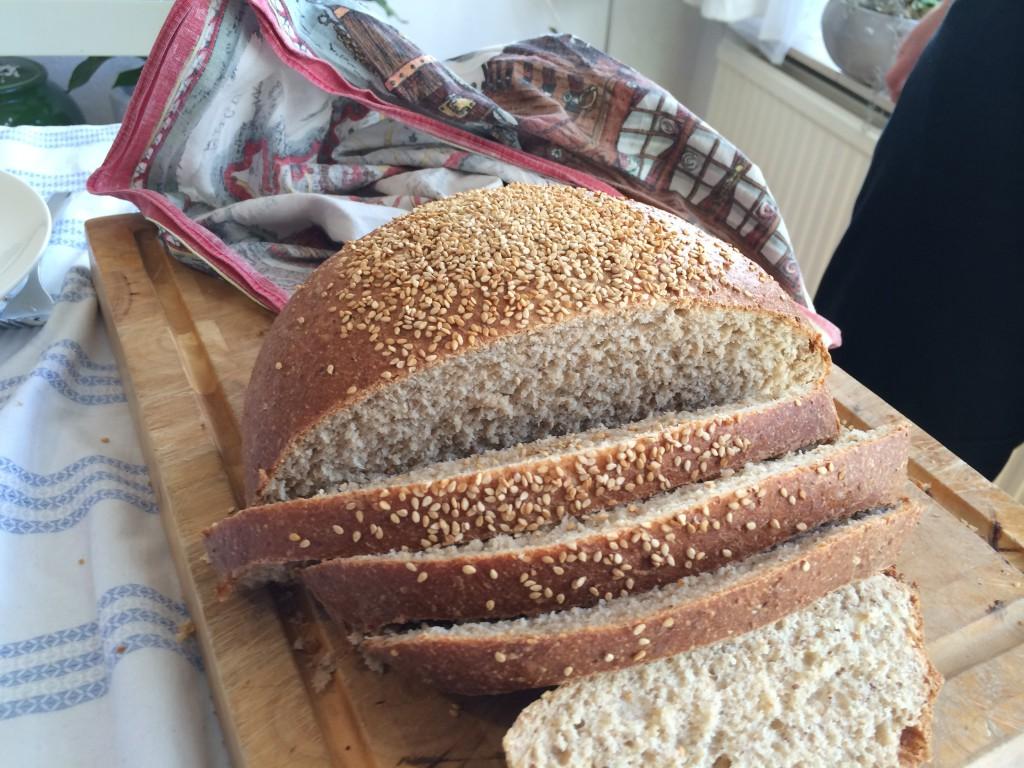 Langzaam gerezen zuurdezembrood. Geholpen door naturlijke gisten en lactobacilli.